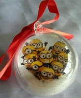 kerstbal minions groep in hart minion  ca.6 cm doorsnede